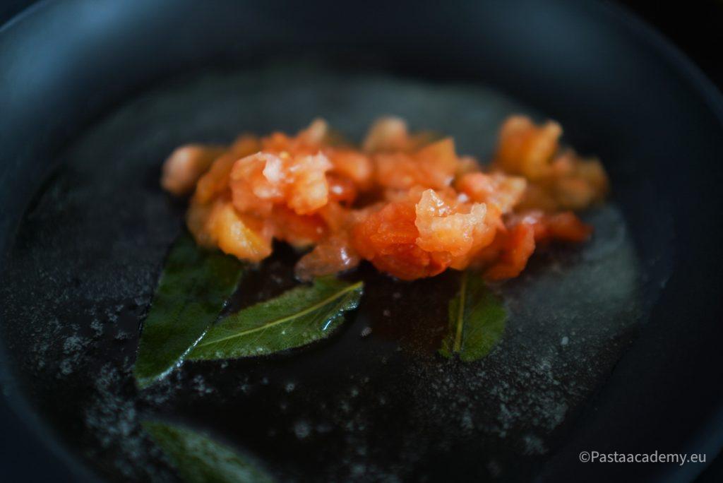 Ravioli rotondi met tomaten en pesto
